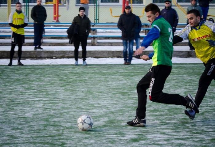 Чемпіонат області з міні-футболу: претендентів на перемогу залишилося четверо